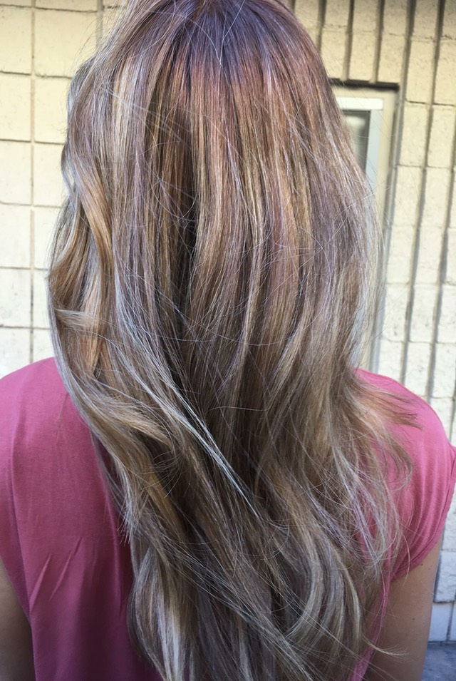 Sombre: a well blended blonde tones using more than four colors